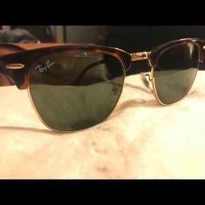 Ray Ban Clubmaster classic sunglasses tortoise